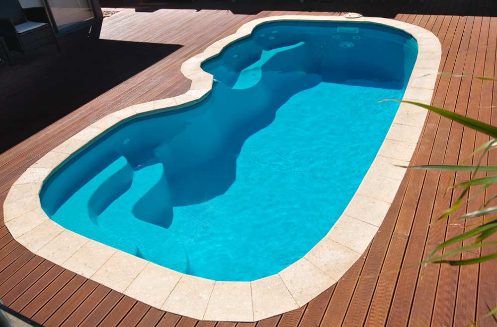 Swimming pools southern shores Fibreglass pools vs concrete pools